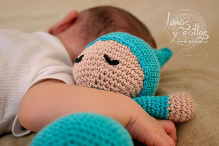 Cute amigurumi crochet pattern. Easy to make. Pattern is free... Written in Spanish. Video tutorial so would be easy to follow.