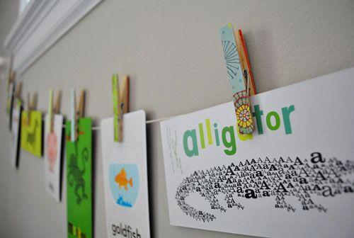 Brochecitos decorados para colgar fotos de la evolucion de la Oli