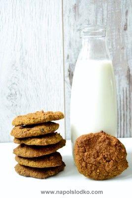 Kruche ciasteczka jaglane bez cukru, mleka, jaj i glutenu to pomysł na słodki deser dla osób, które muszą wykluczyć ze swojego jadłospisu wymienione składniki. Moim głównym zamysłem było upieczenie ciastek bez mleka, jaj i cukru. Takie kryteria przyjmuję zawsze jak piekę coś w domu, ze względu na moich bliskich, czyli cukrzyka typu 1 i małą … Czytaj dalej Kruche ciasteczka jaglane bez cukru, jaj i glutenu →