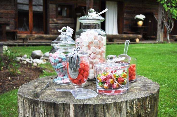 Les Fermes de Marie, Megève // Wedding candy corner                               http://en.maisons-hotels-sibuet.com/1168-weddings.htm