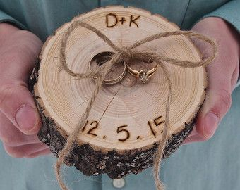 Anillo almohada rústico madera rodajas Sr. y por theflowerpatch