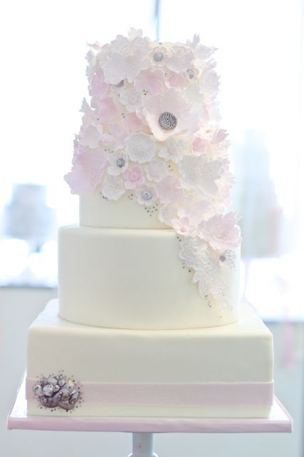 This pastel coloured wedding cake is simply beautiful!  Great for a springtime wedding.