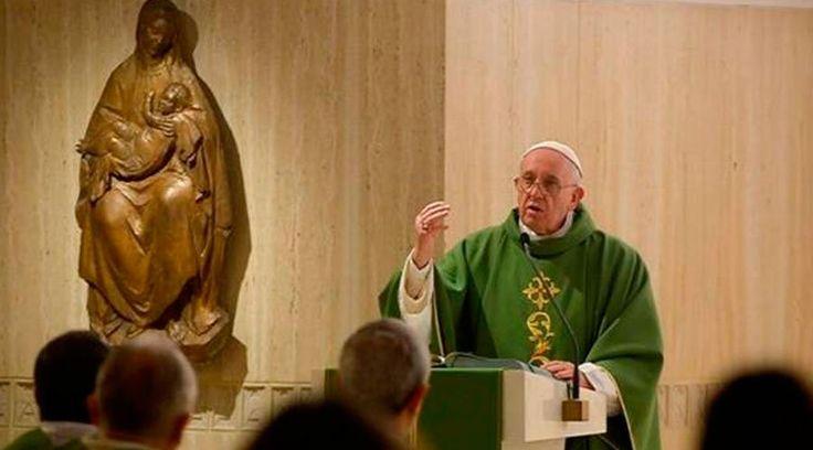 En su homilía en la Misa celebrada esta mañana en la Casa Santa Marta, el Papa Francisco explicó cuáles eran los pilares sobre los que se sostiene la autoridad de Jesús: su actitud de servicio a las personas, su cercanía al pueblo y su coherencia.