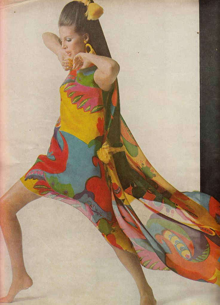Tzaims Luksus Dress  BEAUTY GOSSIP: Vogue - March 15th, 1967  Photographed by Bert Stern