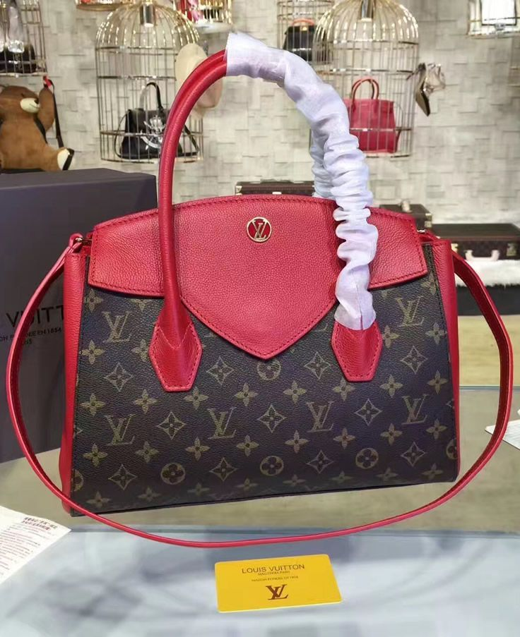 0e383bff06 Louis Vuitton Monogram Canvas Florine M42270 will become your best friend  as soon as you get it. Chances are high that you will carry it everywhere  you go, ...