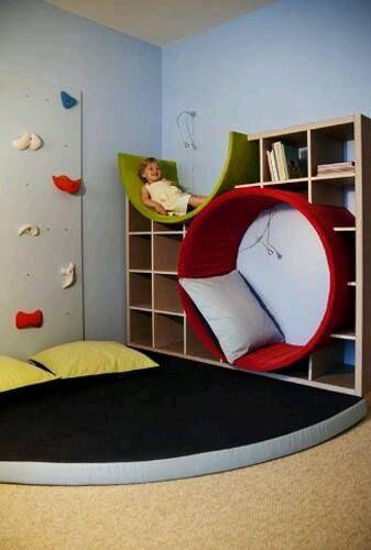 Idee fürs Kinderzimmer ohne den Halbkreis oben mit Regalen weiterfortführen