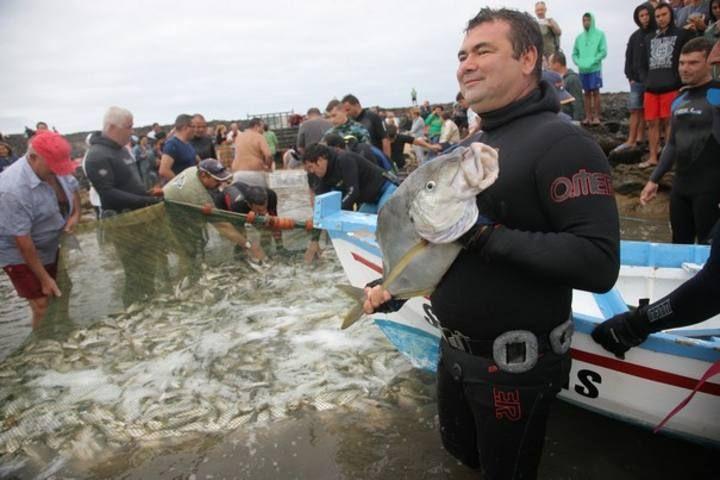 Tradicional calada de pescado en El Cotillo