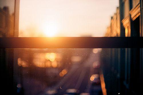 Если вы делаете что-то прекрасное и возвышенное, а этого никто не замечает — не расстраивайтесь: восход солнца — это вообще самое прекрасное зрелище на свете, но большинство людей в это время ещё спит.  © Джон Леннон.