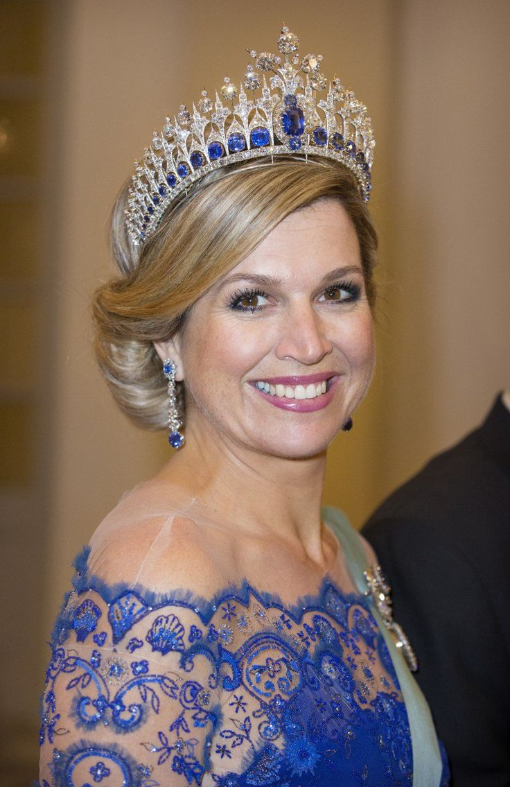 For the state banquet Queen Máxima wore her beautiful blue inauguration outfit.