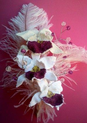Tocado novia orquideas. Flor bordada