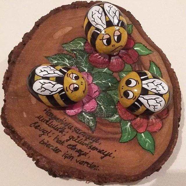 Kütük üzerine arılar...