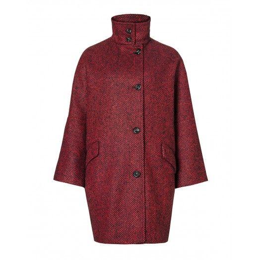 Cappotto, in resca di lana foderato, manica 3/4, chiuso davanti con 4 bottoni, due tasche con pattina sui fianchi.