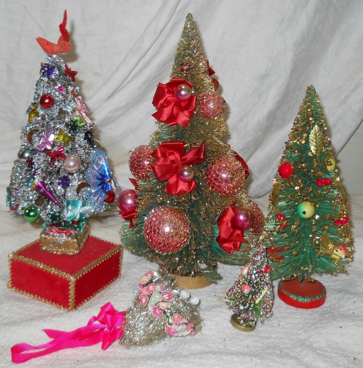 45 best images about vintage christmas bottle brush trees for Bottle brush christmas tree decorations