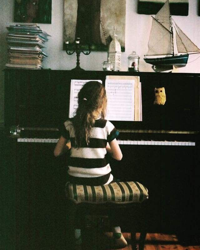 Okul öncesi eğitimde müziğin kullanılması, çocuğunuzun geleceğine en güzel yatırımdır🎹  Erken çocukluk döneminde müzik eğitimi almış çocuklar; öğrendiklerini hatırlamada, konuşmada, anlamada, problem çözmede, karar vermede ve dikkat içeren zihinsel işlevleri en iyi şekilde kavramada öne geçer. Alp Akademi'de müzik eğitimi 5-6 yaştan itibaren başlıyor, gelin tanışalım #AlpAkademi #eğitim #özelders #piyano #müzik #piyanodersi