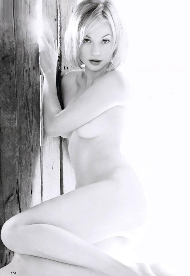 Samantha mathis bare ass