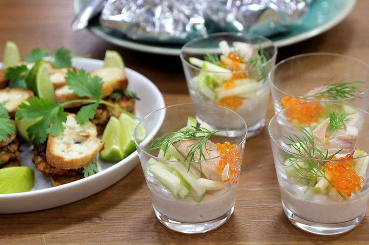 Aperitiefhapjes: zalmburgertjes, papillot van vongole en aubergine, forelmousse met plattekaas