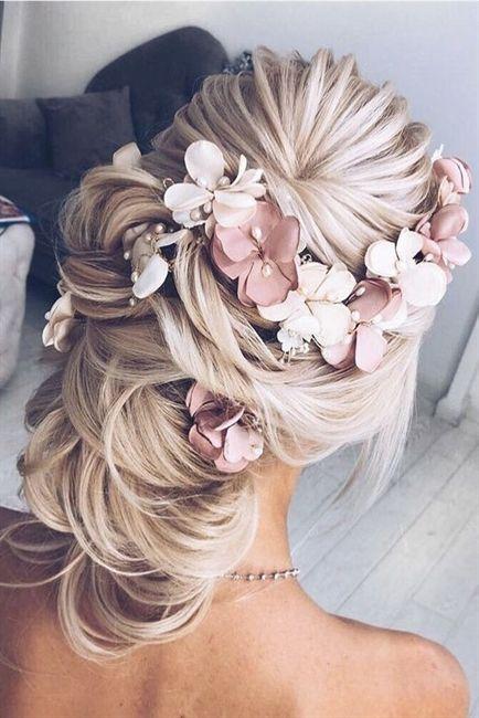 Up-do ist bei Bräuten immer beliebt. Die attraktive und romantische Frisur kann …