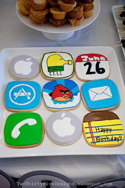 App cookies! Thoses are SOOOOOO cool! It kinda sucks when u try to do the same thing from pint rest at ur house and it looks and tastes quite a bit different :-/ LOL