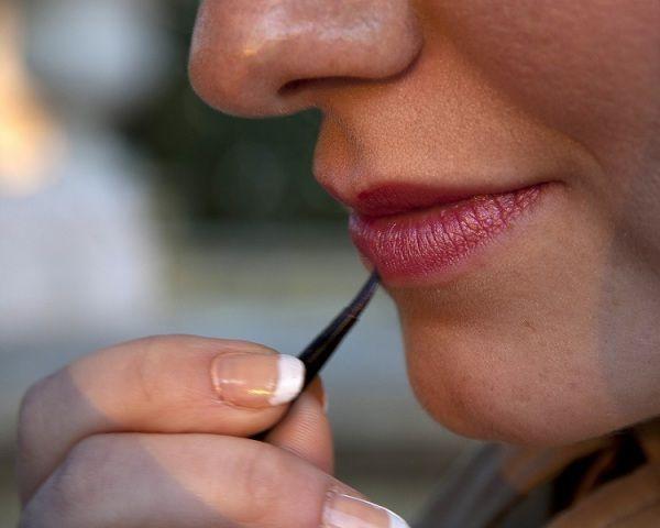 How To Make Your Own Liquid Lip Gloss - Homemade Lip Gloss Recipes