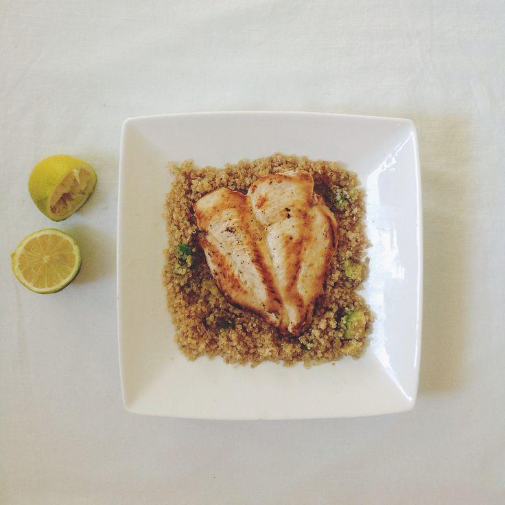 Φιλέτο κοτόπουλο με κινόα κι αβοκάντο Απλά τέλειο  Chicken fillet with quinoa and avocado Simply perfect  #chicken #quinoa #avocado #lemon