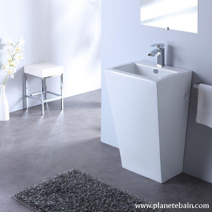 Plus qu'un simple lavabo, le totem est un véritable objet déco  #totemblanc