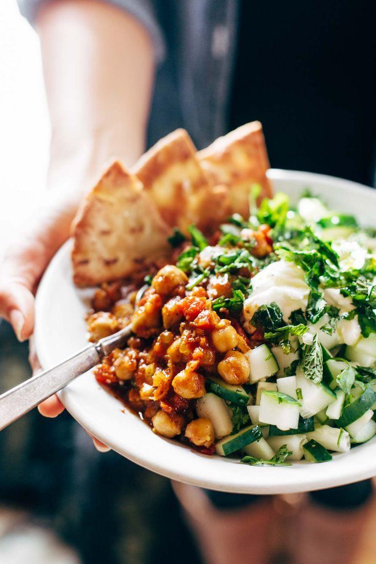 Detox Moroccan Chickpea Glow Bowl: clean eating meets comfort food! vegetarian / vegan. | http://pinchofyum.com