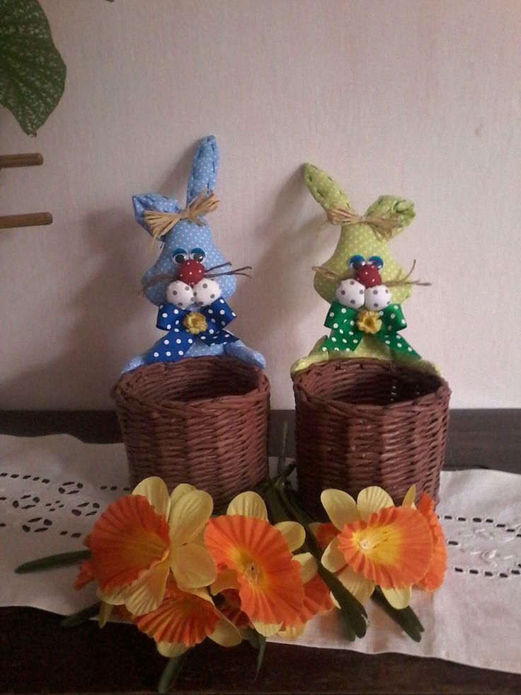 Velikonoční dekorace-košiky pap. pletení+ zajíci
