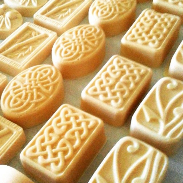 Oska & Willow - Artisan Soaps. A new batch of fresh creamy goatsmilk soaps packed with lashings of skin loving butters and oils, made here at Oska & Willow on the beautiful Sunshine Coast Hinterland, Queensland, Australia. FACEBOOK - OSKA & WILLOW INSTAGRAM - OSKA & WILLOW