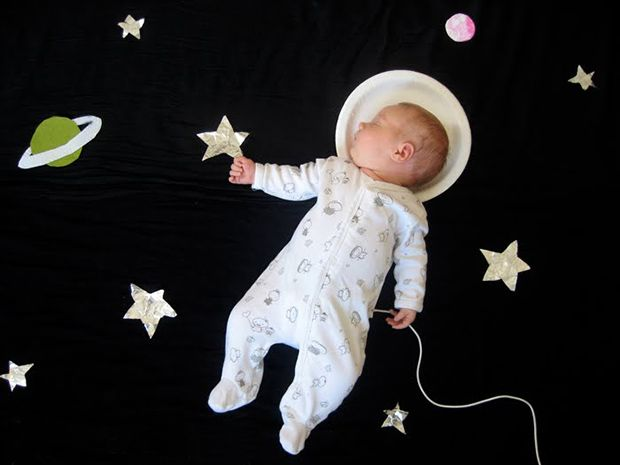 REALLY cute! All you need is black paper or fabric, a paper plate, and gel markers for the stars and planets!