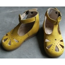 awwww too cute for a lil girl :) LILIBULLE - chaussures pour enfant au top (mais cher !)