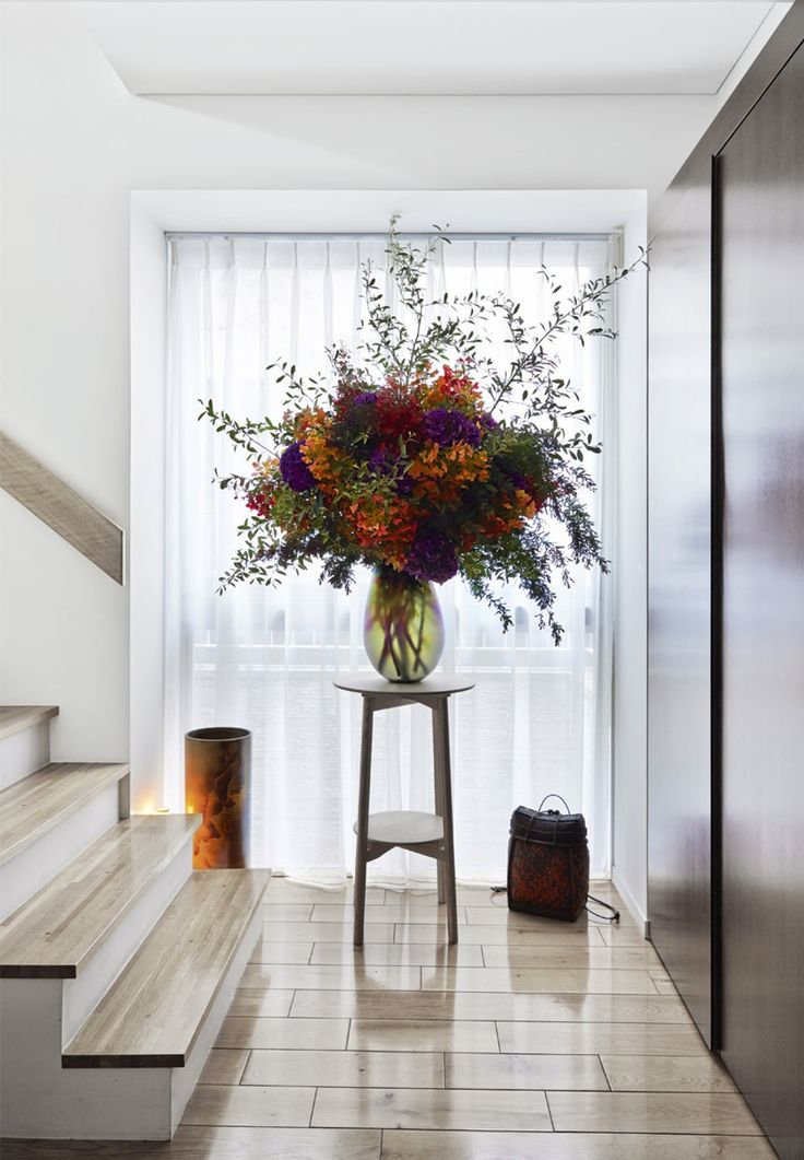 Bouquet of hydrangeas | -★- | Nicolai Bergmann invites us into his family's townhouse in the middle of Tokyo.