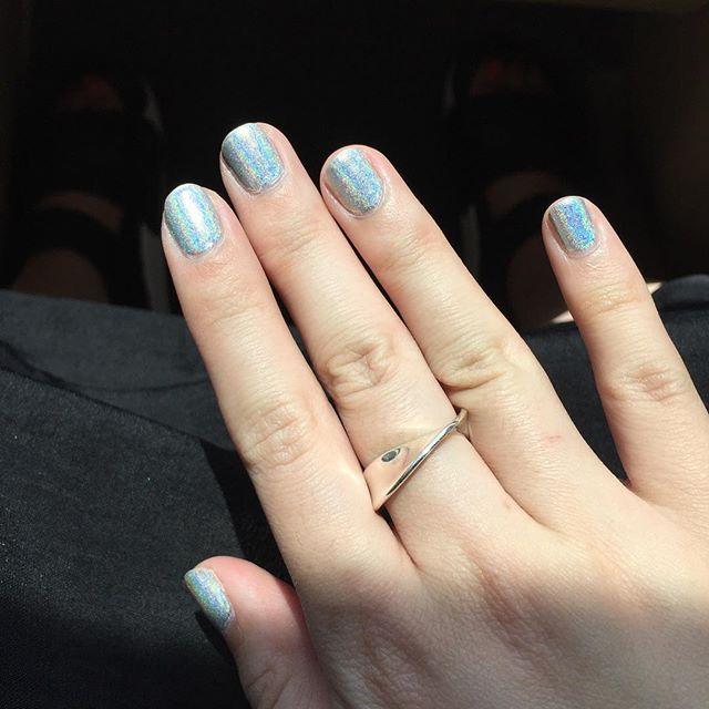 #notd #nailpolish #nailjunkie #manicure #holographicnails #selfnail #sunnyday #マニキュア #ネイル #ネイルポリッシュ #ホログラフィックネイル #ホログラフィック #セルフネイル  #指甲油 #雷射光