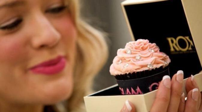 Cupcake bertabur berlian dan permata berhasil menjadi cupcake termahal di dunia dengan harga Rp 1,4 Miliar