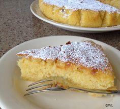 Vorige week was ik jarig en bij een verjaardag hoort (Italiaanse) taart. Een tijdje geleden had ik ergens een recept van een taart voorbij zien komen met Limoncello erin verwerkt, maar ik wist nie...