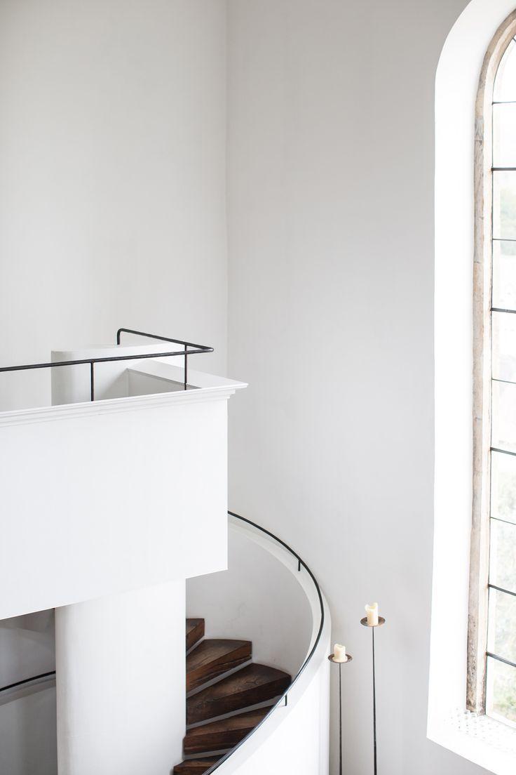 Love this minimal white staircase
