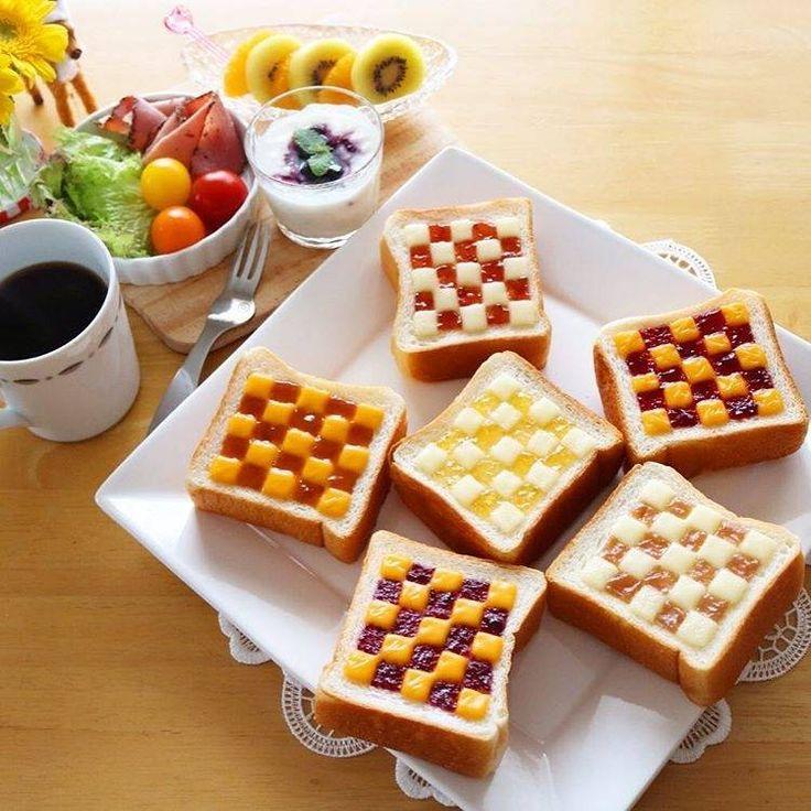 食卓をとびきりおしゃれに♩「チェックトースト」で朝食が楽しくなりそう - macaroni