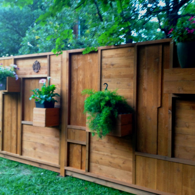 Cedar Screen Used To Hide Pool Equipment Gardens And