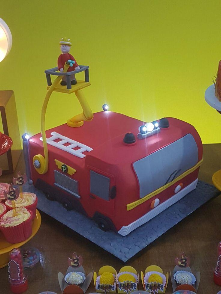 Caminhão de bombeiros de comer de joelhos! Umbigo no Fogão arrasando na arte de confeitar!