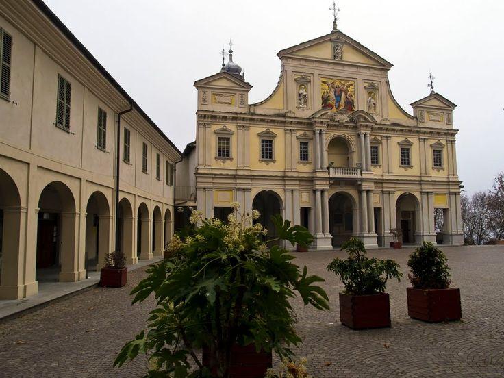 Sacro Monte di Crea (AL) - La piazza e la facciata del Santuario della Madonna di Crea