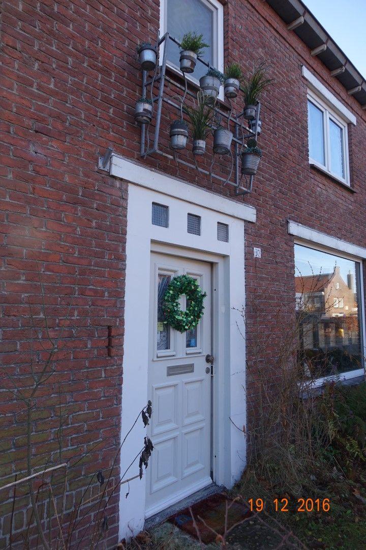 Thomas van Diessenstraat  Thomas van Diessenstraat te Goirle  De gemeubileerde studio met een eigen veranda bevindt zich in de tuin van een gezinswoning in Goirle bij Tilburg. Het is gelegen in een grote en mooie tuin. Geschikt voor één persoon.  Het huis is gelegen in een dorp direct naast Tilburg dicht bij het St. Elisabeth ziekenhuis. Op loopafstand van het centrum van Goirle. Hier kunt u een nieuw winkelcentrum met een verscheidenheid aan winkels bars en restaurants evenals een…