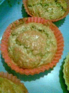 répás-napraforgós muffin - Sós, répás-napraforgós muffin: 2 tojás fehérje habbá verve, a sárgája 1 kanál kacsazsírral felhabosítva, reszelt répával és darált napraforgómaggal összekeverve, sózva.