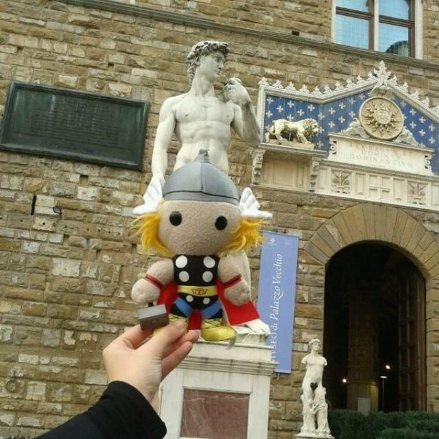 #ThorItalia - Thor censura il David! Tappa fiorentina del #ThorTour2013! #Marvelgram #Cosplay #LCG2013 #ThorLucca #Marvel #MarvelCosplayItalia