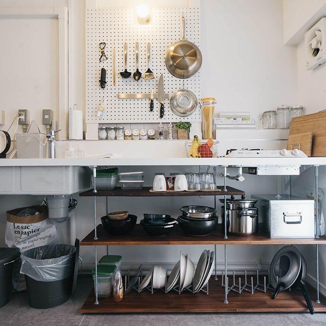 ついつい見せたくなる キッチンのおしゃれな壁際収納アイディア集