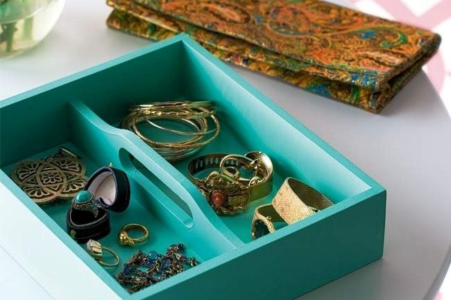 Turquoise cutlery tray... I can handle that...