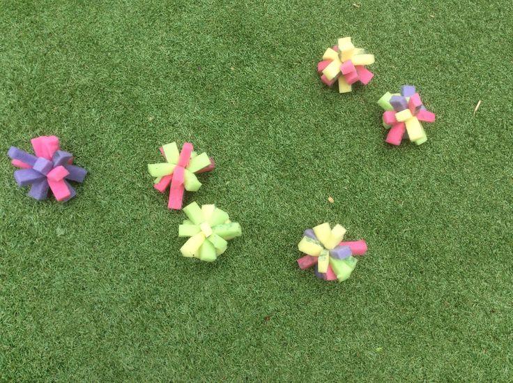 Water bommen zonder troep in de tuin van rest afval van water ballonnen. | tips4familydotnl