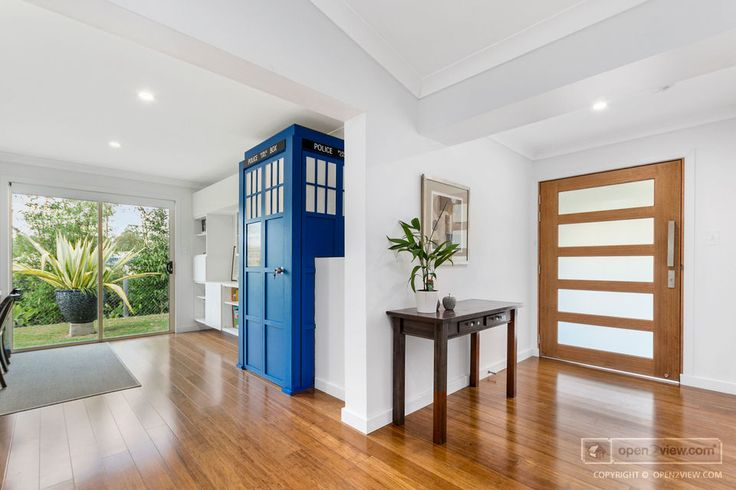 This Brisbane house has its own TARDIS entrance to its media room. How cool is that?! o2v.co/2ES8