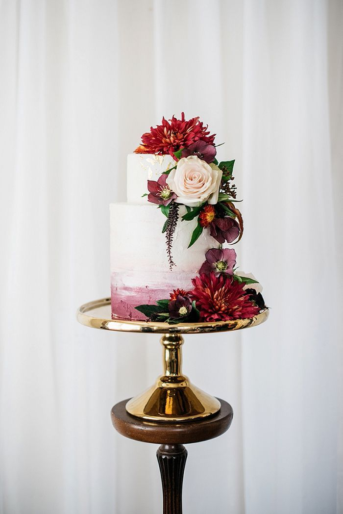 Burgundy Wedding Cake with Fresh Flowers | Meredith Lord Photography | heyweddinglady.co...