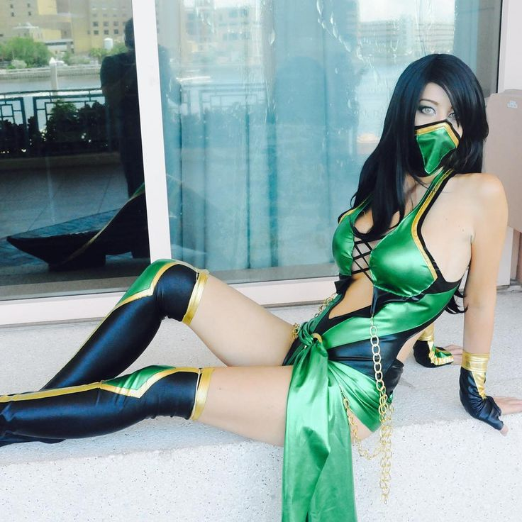 Cindrella (gorgeous model) as a cosplay girl (Jade from Mortal Kombat) at Tampa Bay Comic Con.