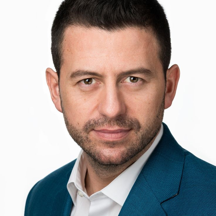Adrian Lupău - Salesman - headshot, business portrait