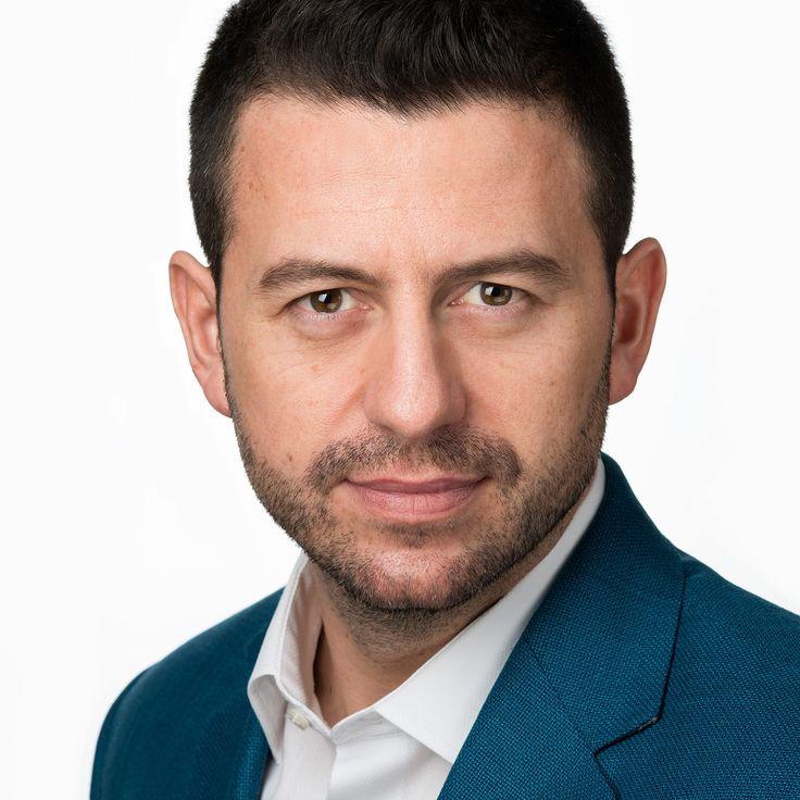 Adrian Lupău - Salesman - headshot, business portrait